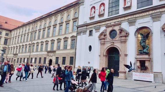 Neuhauser Straße 15 80331 München